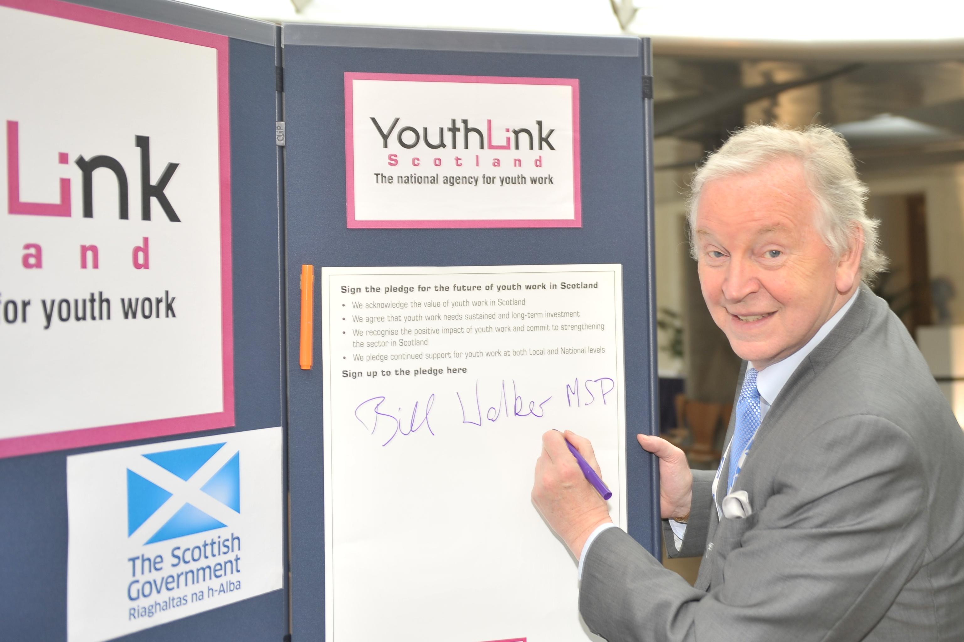Bill Walker MSP signs youth work pledge | Bill Walker